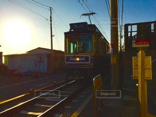 道を運転する鉄道の写真・画像素材[1606561]