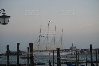 ヴェネチアの船の写真・画像素材[1576440]