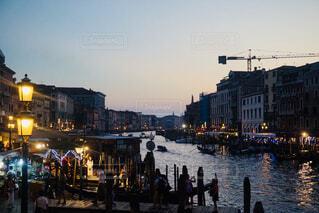 水で満たされた都市通りのビューの写真・画像素材[1698085]