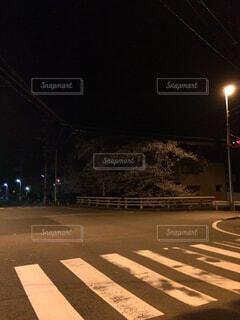 夜の交差点の写真・画像素材[1578447]