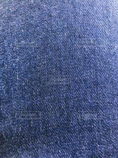 近くに青い背景のアップの写真・画像素材[1585602]