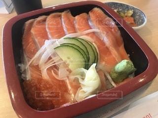 サーモン丼の写真・画像素材[1760981]
