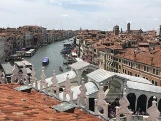 ベネチアの大運河とリアルト橋の写真・画像素材[2276227]