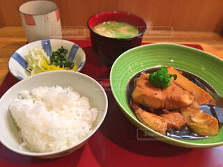 カレイの煮付け定食の写真・画像素材[1602462]