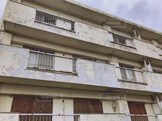 老朽化した建物の写真・画像素材[3076588]