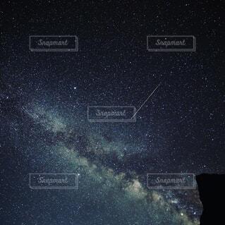 天の川と流れ星の写真・画像素材[1578871]