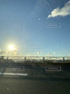 近くの橋の上の写真・画像素材[1585925]