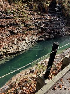 グリーン色の川と風景の写真・画像素材[1621336]