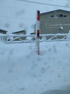 雪に覆われた建物の写真・画像素材[1664112]