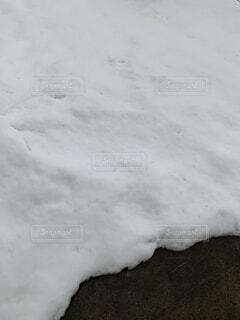 近くに雪の斜面をカバーの写真・画像素材[1679883]
