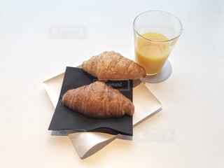 空港ラウンジの朝食の写真・画像素材[1604528]