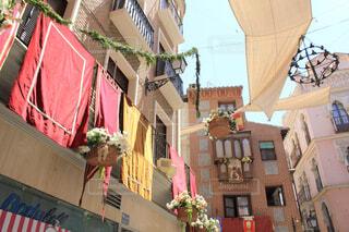 コルプス・クリスティー祭で装飾されたトレドの街並みの写真・画像素材[1623299]