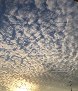 空には雲のグループの写真・画像素材[1665690]