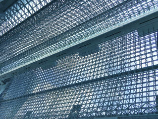 京都駅の中から天井を見上げた時の幾何学模様の写真・画像素材[1837677]