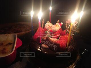 キャンドルとバースデー ケーキの写真・画像素材[1586492]