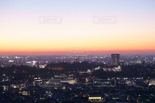 夕暮れ時の都市の眺めの写真・画像素材[2813206]