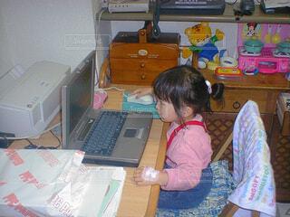 パソコン女の子の写真・画像素材[1609481]