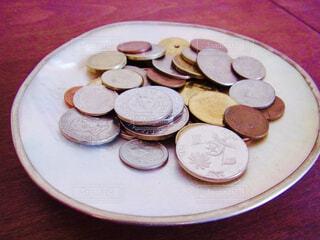いろんな国のコインの写真・画像素材[1590690]