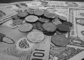 いろんな国のコインとお札の写真・画像素材[1590699]