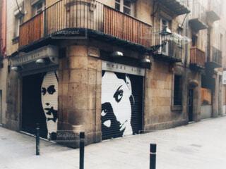 バルセロナの壁に描かれたアートの写真・画像素材[1593516]