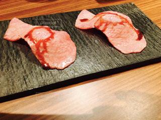 うしごろバンビーナ名物の肉寿司の写真・画像素材[1618159]