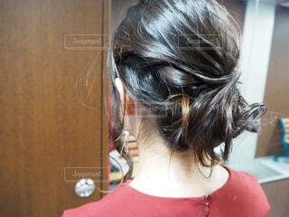 アップスタイルの髪型の写真・画像素材[1690775]
