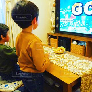 ゲームをする男の子の写真・画像素材[1701548]