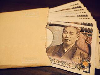 封筒に入ったお金の写真・画像素材[1725569]
