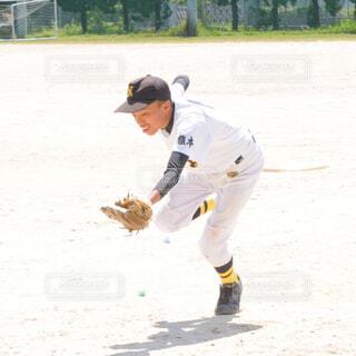 野球を頑張る少年の写真・画像素材[1587992]