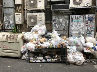 ゴミ捨て場の写真・画像素材[1588614]
