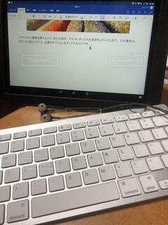 タブレットとキーボードの写真・画像素材[1598040]