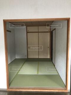 近くのドアのアップの写真・画像素材[1591749]