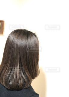 美容室でヘアカット。縮毛矯正でサラサラ、トリートメントでツヤツヤの写真・画像素材[2819846]