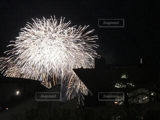 夜空の花火の写真・画像素材[1630614]
