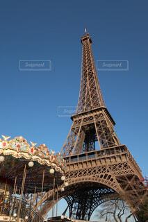 エッフェル塔とメリーゴーランドの写真・画像素材[1594536]