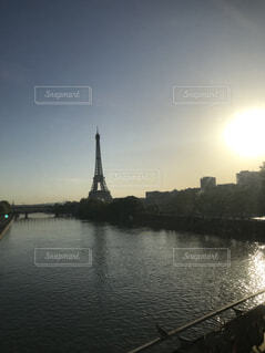 セーヌ川とエッフェル塔の写真・画像素材[1594678]