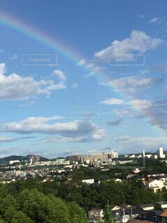 虹の掛かった街の写真・画像素材[1595924]