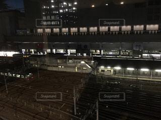 夜の京都駅ホームの写真・画像素材[1603149]