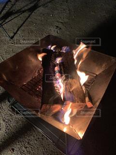 キャンプの夜のお楽しみの写真・画像素材[2275245]