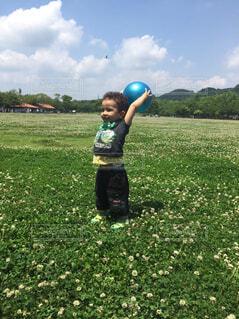 ボールで遊ぶ男の子の写真・画像素材[1684772]