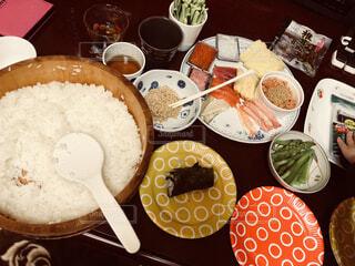 子供喜ぶ、手巻き寿司の写真・画像素材[1823440]