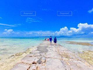 砂浜のビーチで人々 のグループ - No.774949