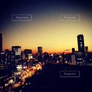 夕暮れ時の都市の景色 - No.784242