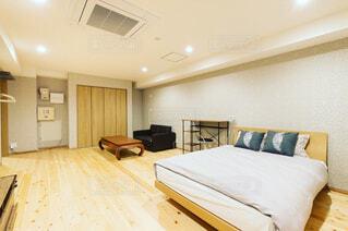 部屋の大きなベッド付きのベッドルーム - No.807355
