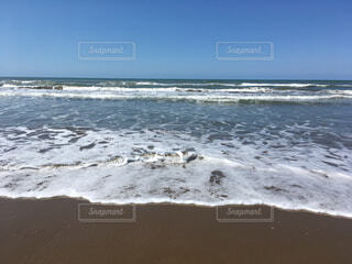 迫ってくる波の写真・画像素材[1599208]