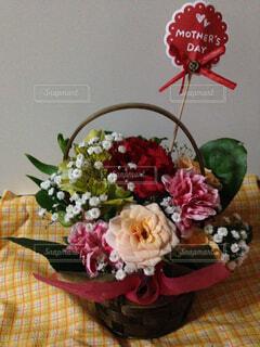 テーブルの上の花の写真・画像素材[1428324]