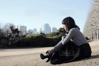 座る女性の写真・画像素材[2160770]