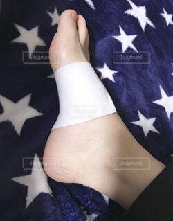 痛めた足の写真・画像素材[1600517]