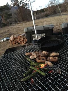 グリルでホットドッグを調理人の写真・画像素材[1609875]