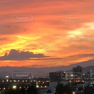 オレンジ色の空の写真・画像素材[1600718]